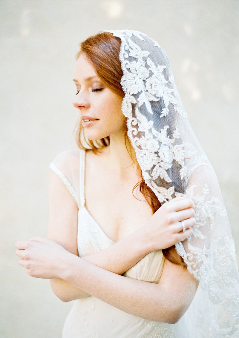 floral lace wedding veil | https://emmalinebride.com/vintage/floral-lace-wedding/