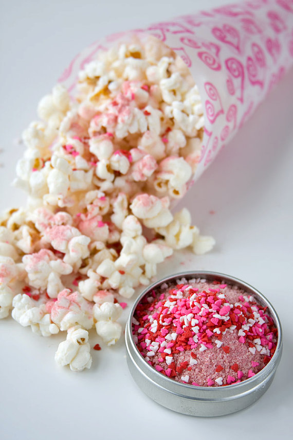 5 Foodie Wedding Favors: #1 Gourmet Popcorn and Seasoning (by Dell Cove Spices via EmmalineBride.com) #favors #handmade #wedding #foodie