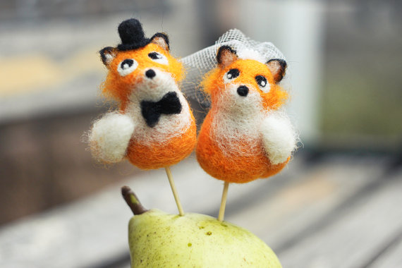 fox cake toppers by woolentenderness | Fox Ideas Weddings via http://emmalinebride.com/rustic/fox-ideas-weddings/