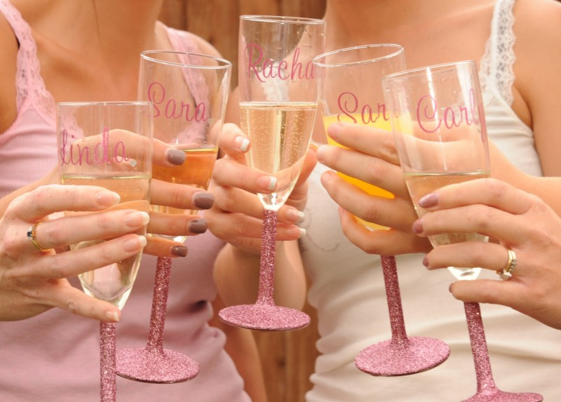 glitter champagne glasses via personalized glassware gifts | https://emmalinebride.com/bridesmaids/personalized-glassware-gifts/