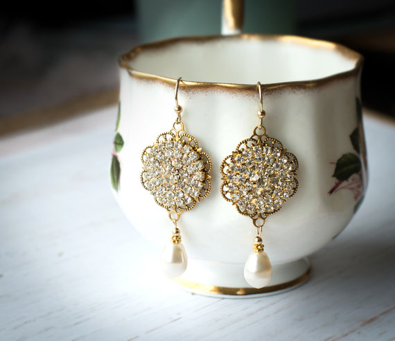 gold filigree style earrings | vintage bridal earrings | https://emmalinebride.com/bride/vintage-inspired-bridal-earrings