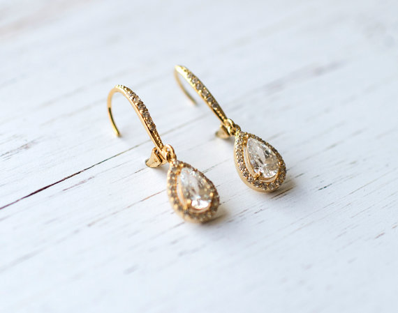 Gold teardrop shape earrings | vintage bridal earrings | https://emmalinebride.com/bride/vintage-inspired-bridal-earrings