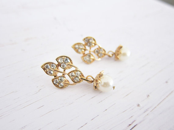 gold vine chandelier earrings | vintage bridal earrings | https://emmalinebride.com/bride/vintage-inspired-bridal-earrings