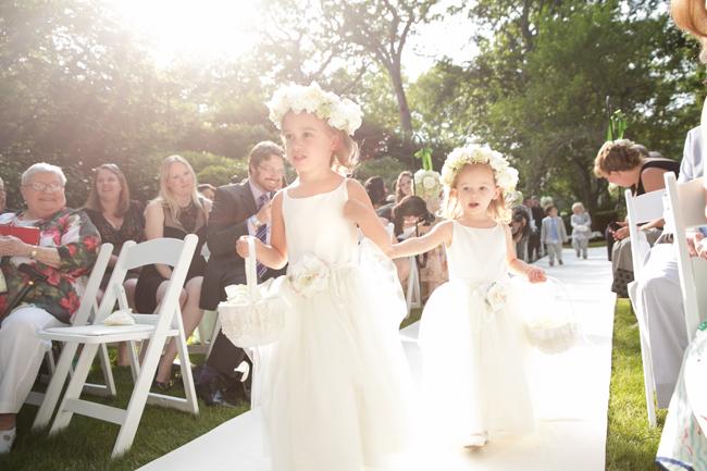 flowers girls at Connecticut waterfront wedding - photo: Melani Lust Photography | via https://emmalinebride.com