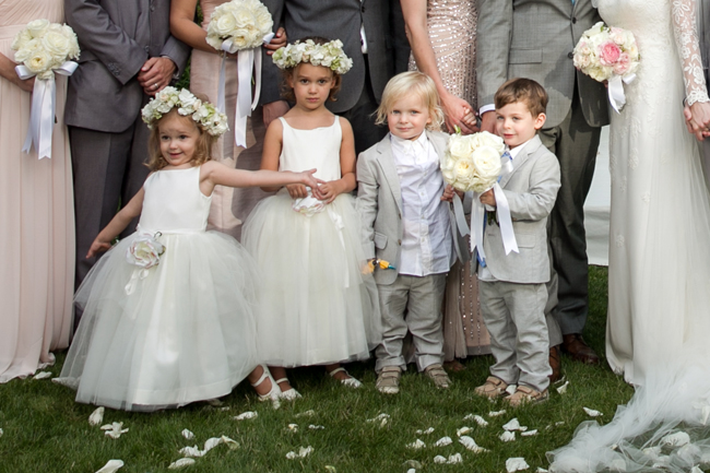 flower girls and ring bearers at Connecticut waterfront wedding - photo: Melani Lust Photography | via https://emmalinebride.com