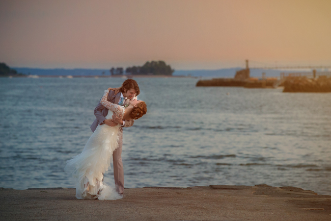 groom dips bride in Greenwich Harbor at Connecticut wedding - photo: Melani Lust Photography | via https://emmalinebride.com