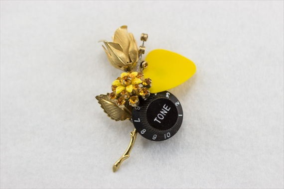 guitar-boutonniere
