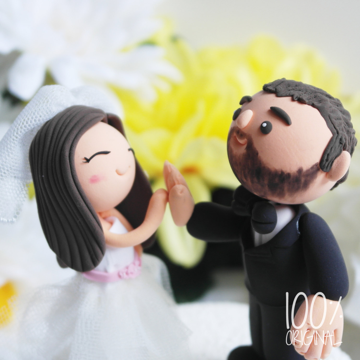 high five cake topper - 9 Adorable Custom Made Cake Toppers via https://emmalinebride.com/decor/custom-made-cake-toppers/