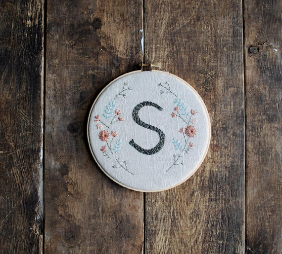 hoop initial art by love maude | bridesmaid gift ideas https://emmalinebride.com/gifts/bridesmaid-gift-ideas/