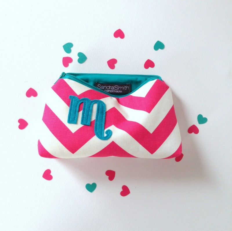 hot pink and turquoise makeup case | Bridesmaid Makeup Cases https://emmalinebride.com/gifts/bridesmaid-makeup-cases/