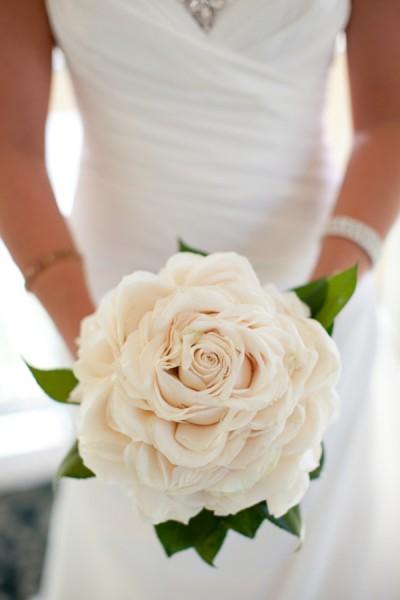 incredible rose bouquet - photo: leigh skaggs, floral designer: leslie hartig | rose bouquets weddings via https://emmalinebride.com/bouquets/rose-bouquets-weddings/