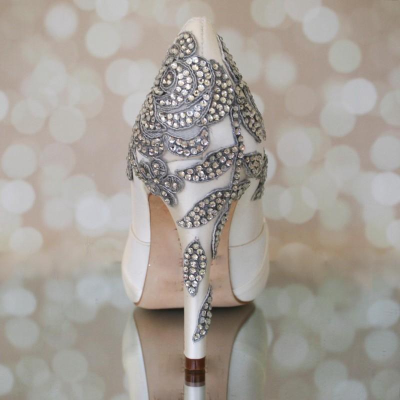 ivory and rhinestone heels | via 31 Best Handmade Wedding Shoes https://emmalinebride.com/bride/handmade-wedding-shoes/