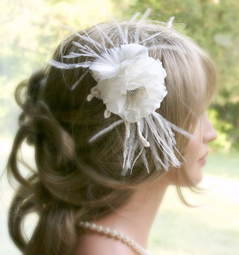 ivory flower fascinator | via http://emmalinebride.com/bride/what-to-wear-instead-of-veil/ - What to Wear Instead of Veil