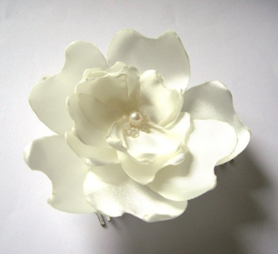 ivory hair blossom hair clip