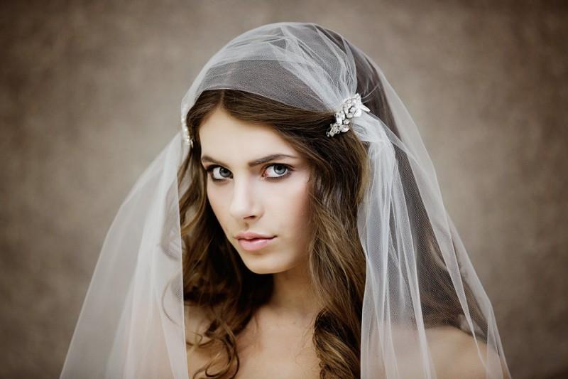 Ivory bridal cap veils | by Gadegaard Design | https://emmalinebride.com/bride/bridal-cap-veils/