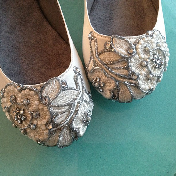 lace ballet flats | via 31 Best Handmade Wedding Shoes https://emmalinebride.com/bride/handmade-wedding-shoes/