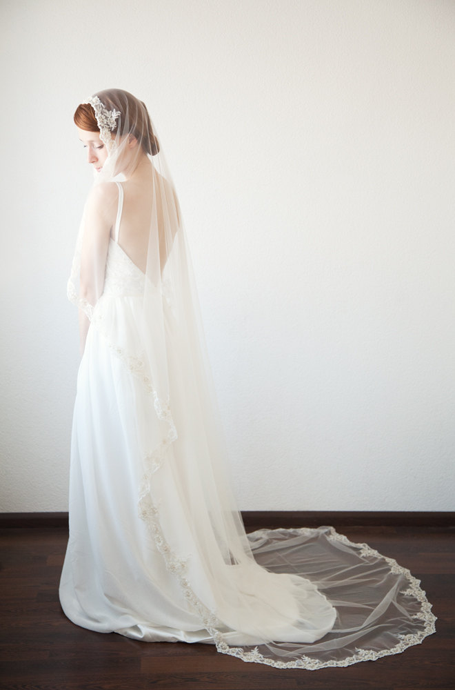 lace chapel length mantilla wedding veil | mantilla veils weddings | by SIBO Designs | Photo: Sheila Bobeldijk