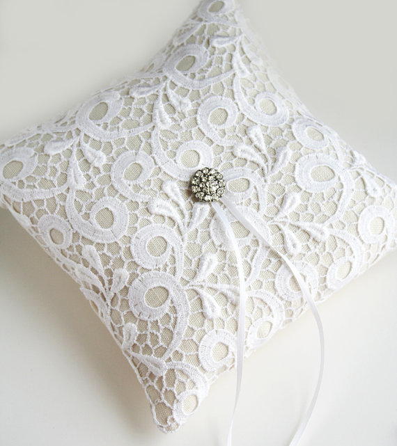 lace ring pillow toulon via 8 Chic Linen Ring Pillows