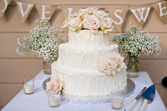 Burlap Wedding Banners - love is sweet (photo: jen rodriguez)