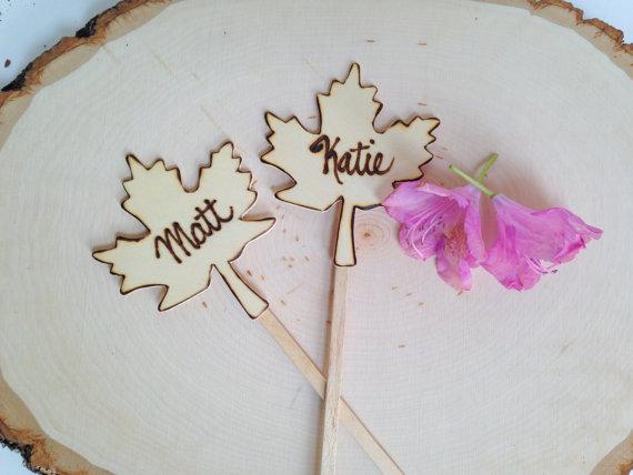 maple leaf cake topper set | by Petite25 | via https://emmalinebride.com/fall/leaf-cake-topper-fall-weddings/