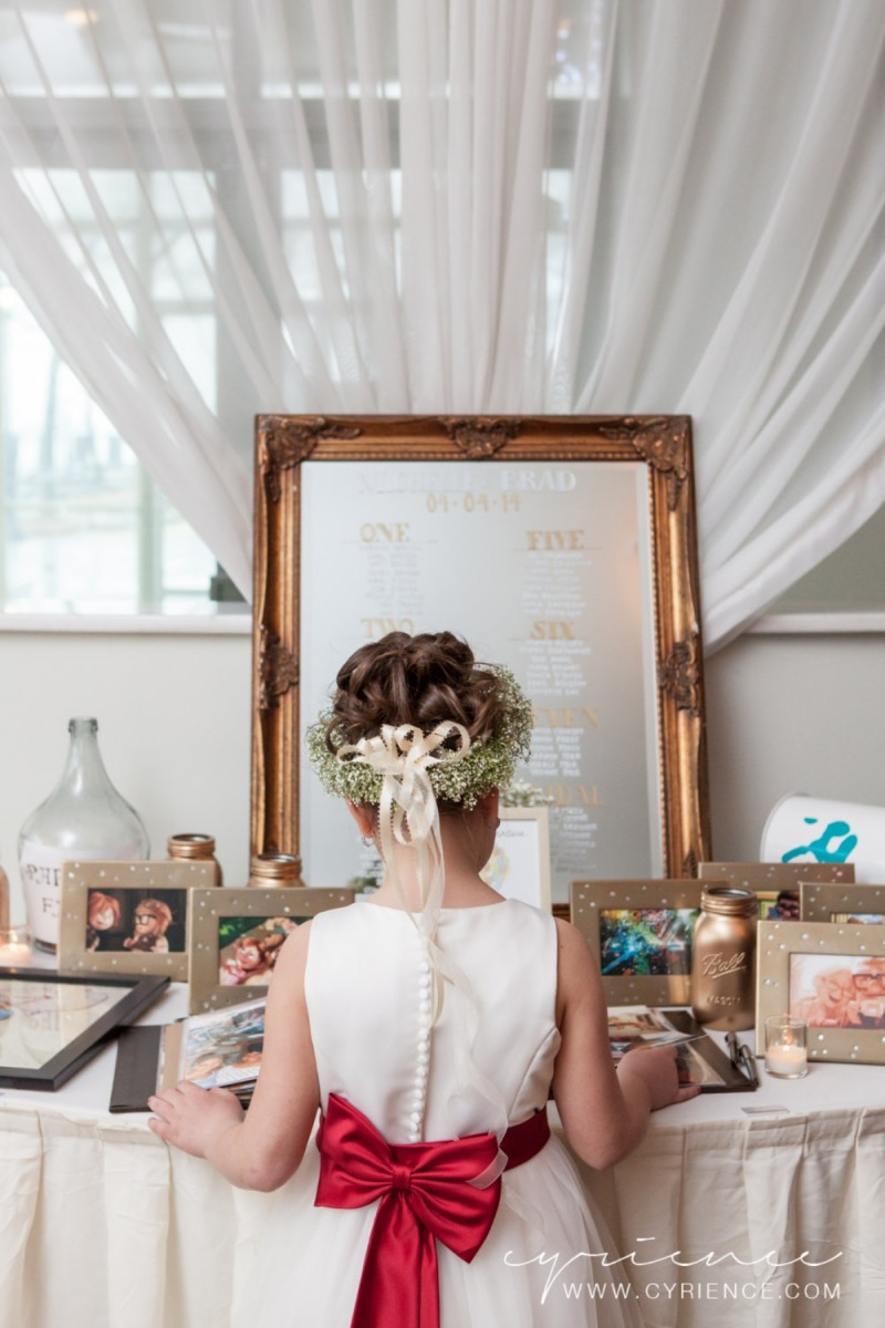 Use wedding mirror signs as decor at your wedding | photo: cyrience | https://emmalinebride.com/decor/wedding-mirror-signs/
