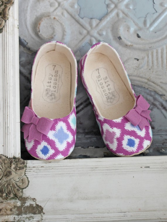 modern purple pattern flower girl shoes | handmade flower girl shoes via https://emmalinebride.com/spring/handmade-flower-girl-shoes/