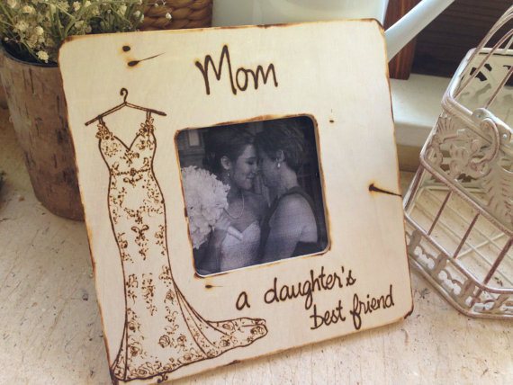 Cute photo frames for parents of the bride! | by Prince Whitaker | https://emmalinebride.com/gifts/photo-frames-for-parents-of-the-bride/