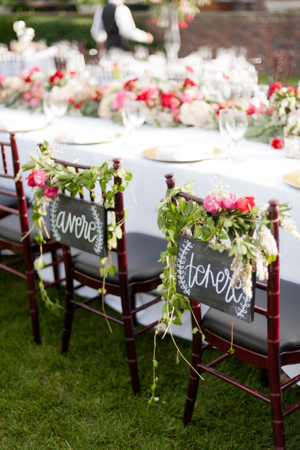 to have, to hold (in italian) chair signs | via bride and groom chair signs https://emmalinebride.com/decor/bride-and-groom-chairs/