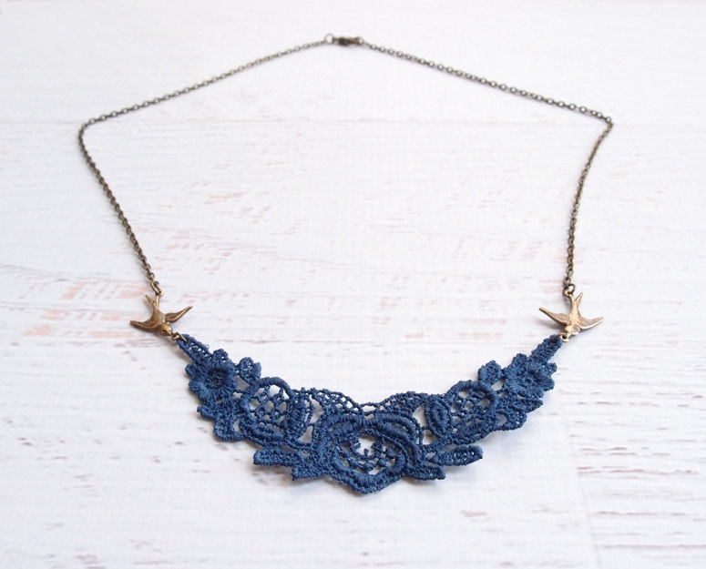 navy blue lace necklace | via https://emmalinebride.com/decor/navy-and-white-wedding-ideas/ | from 21 Navy and White Wedding Ideas