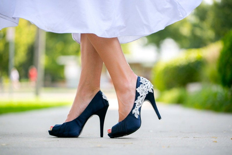 navy lace wedding heels | via https://emmalinebride.com/decor/navy-and-white-wedding-ideas/ | from 21 Navy and White Wedding Ideas