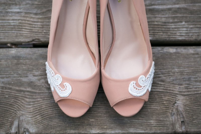 nude wedges | via 31 Best Handmade Wedding Shoes https://emmalinebride.com/bride/handmade-wedding-shoes/