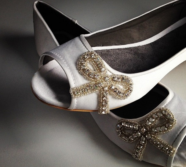 open toe flats with bow | via 31 Best Handmade Wedding Shoes https://emmalinebride.com/bride/handmade-wedding-shoes/