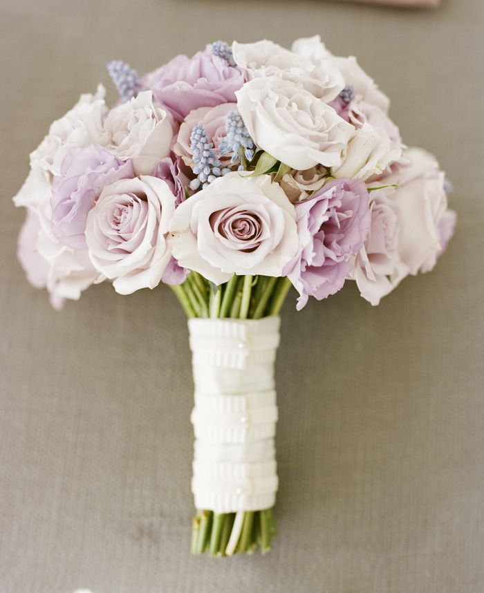 pale pink and lavender rose bouquet - photo: A Bryan Photography | rose bouquets weddings via http://emmalinebride.com/bouquets/rose-bouquets-weddings/