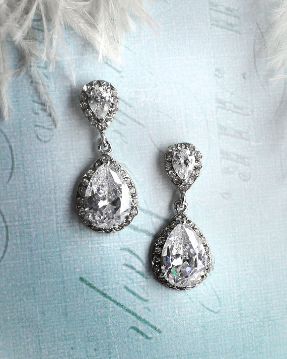 Vintage inspired bridal earrings | https://emmalinebride.com/bride/vintage-inspired-bridal-earrings