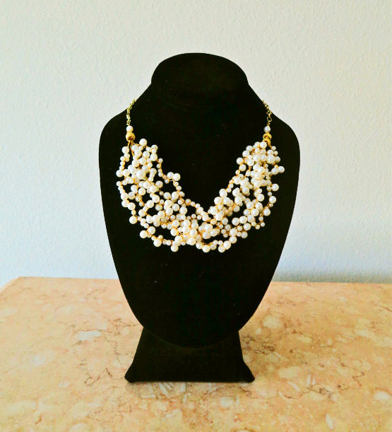pearl statement necklace (via How to Wear a Bib Necklace)