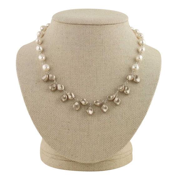 pearl necklace leah | pearl necklaces brides https://emmalinebride.com/bride/pearl-necklaces-brides/