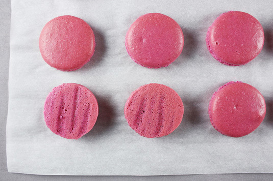 perfect macaron | via 7 Things to Know About Giving Macaron Favors https://emmalinebride.com/favors/giving-macaron-favors/