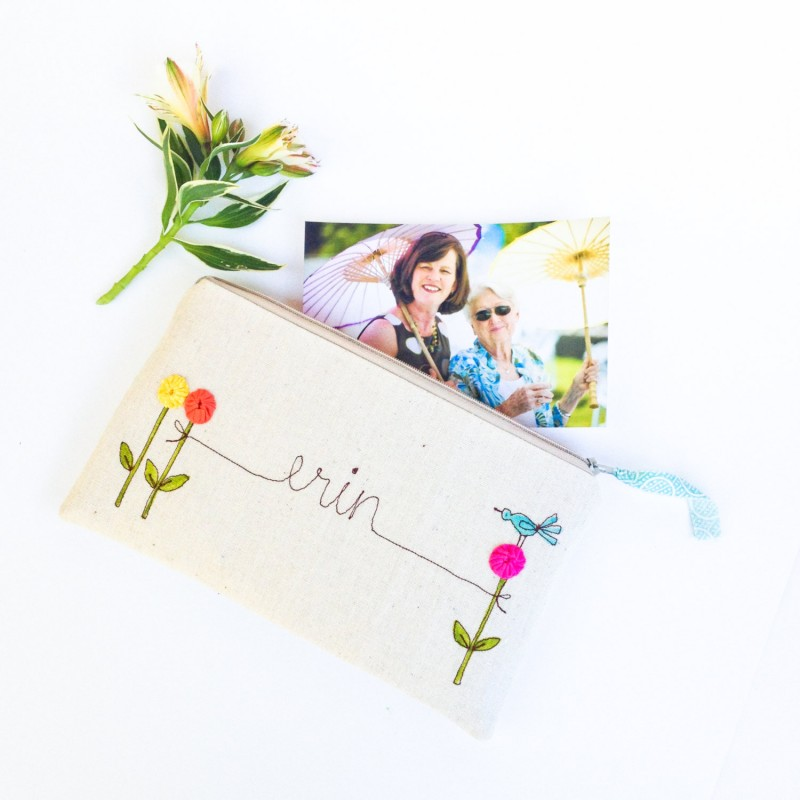 personalized bridesmaid clutch purse | bridesmaid gift ideas https://emmalinebride.com/gifts/bridesmaid-gift-ideas/