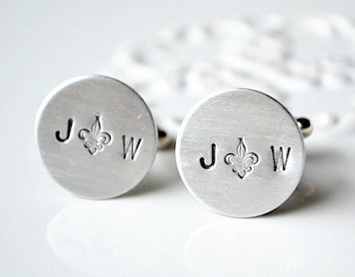 personalized initial cufflinks | Custom Cufflinks Groomsmen Gifts | via EmmalineBride.com
