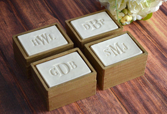 personalized jewelry box | bridesmaid gift ideas https://emmalinebride.com/gifts/bridesmaid-gift-ideas/