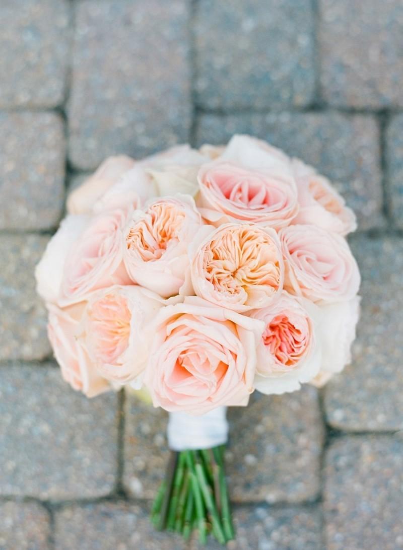 pink rose bouquet with peonies - photo: jodi miller, floral design: julie's floral design | rose bouquets weddings via https://emmalinebride.com/bouquets/rose-bouquets-weddings/
