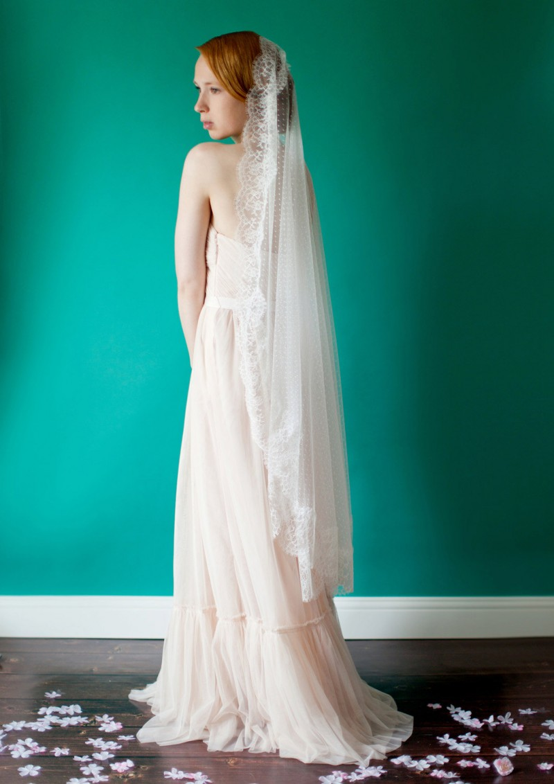 point d esprit wedding veil mantilla | mantilla veils weddings | by SIBO Designs | Photo: Sheila Bobeldijk