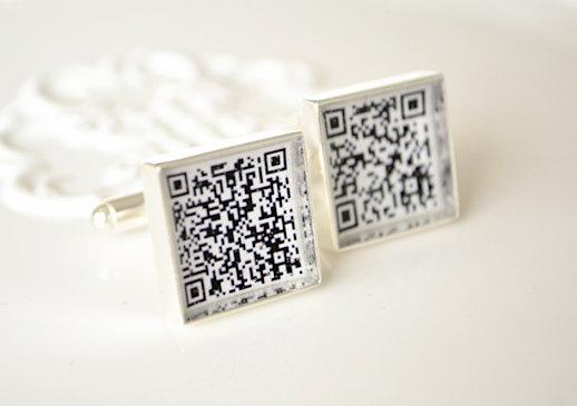 qr code | Custom Cufflinks Groomsmen Gifts | via EmmalineBride.com