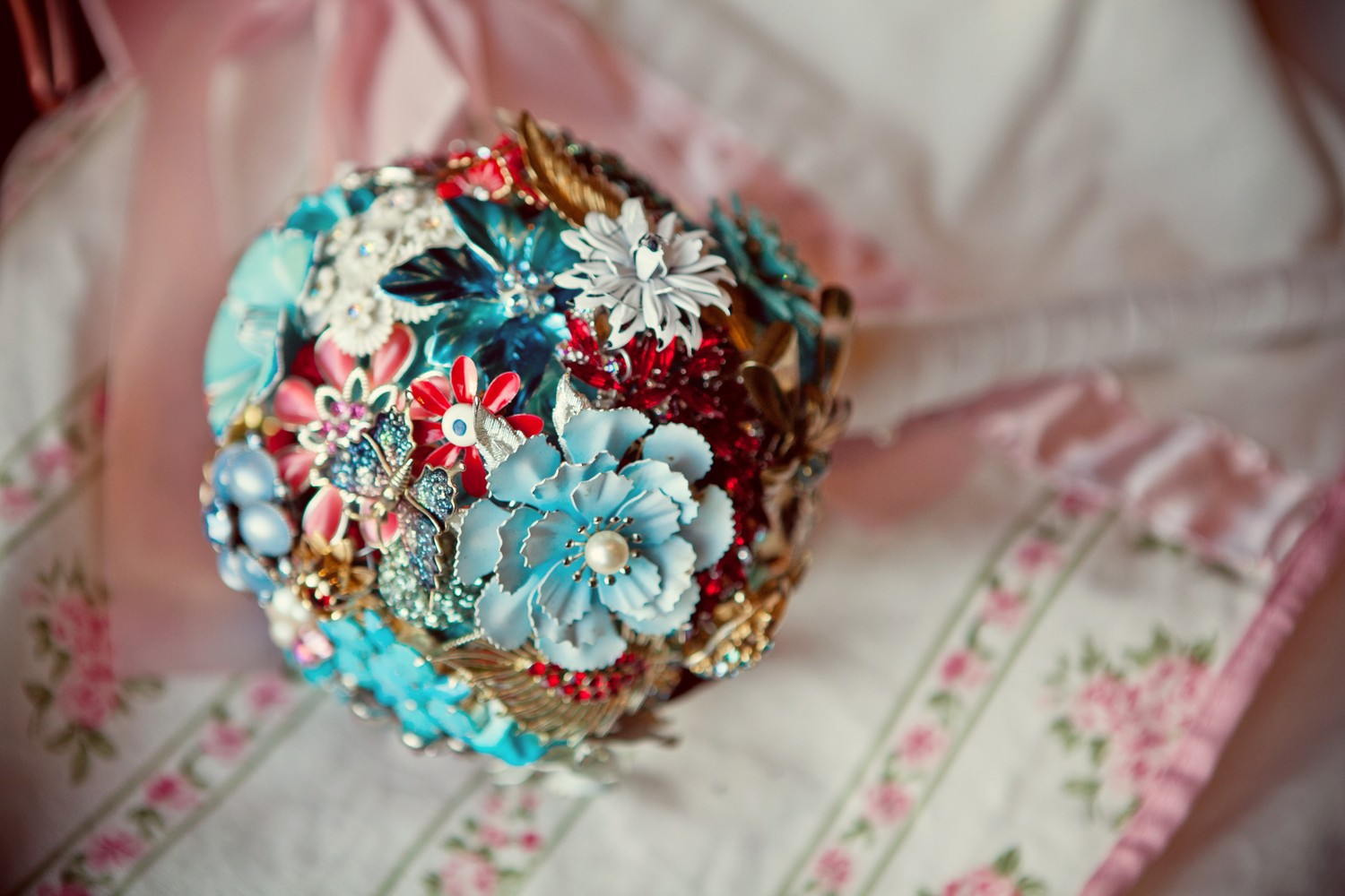 red white and blue brooch bouquet - Wedding Brooch Bouquet Ideas