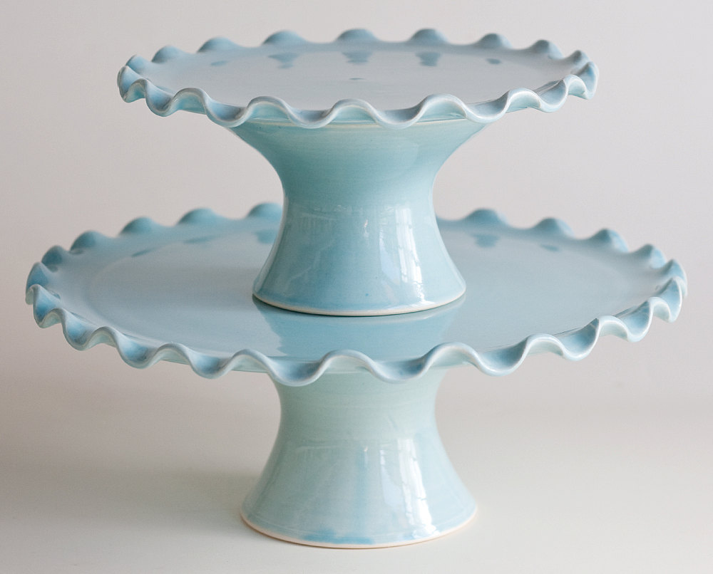 ruffled cake stand tier