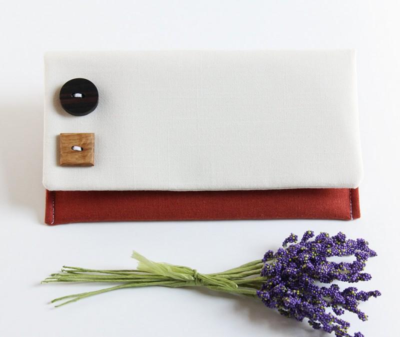 rustic bridesmaid clutch | bridesmaid gift ideas http://emmalinebride.com/gifts/bridesmaid-gift-ideas/