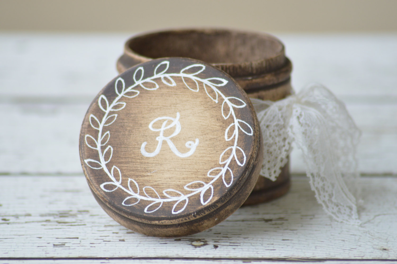 round ring box | via Rustic Ring Pillows https://emmalinebride.com/ceremony/rustic-ring-pillows/