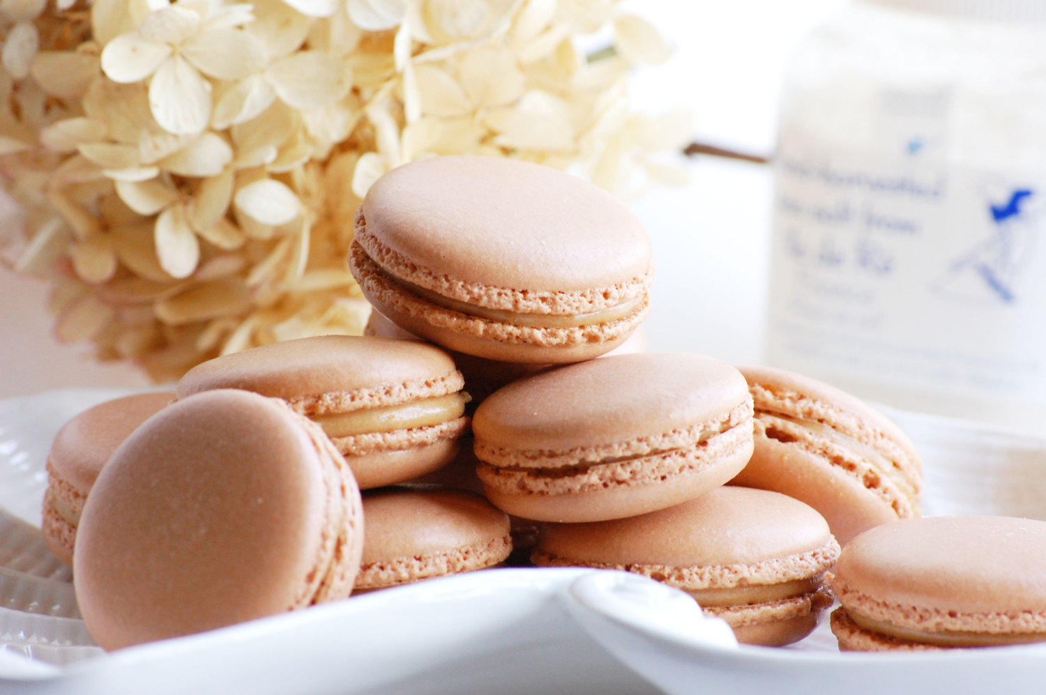 salted caramel macarons | via 7 Things to Know About Giving Macaron Favors https://emmalinebride.com/favors/giving-macaron-favors/