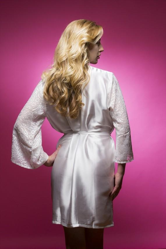 Satin Bridal Robe | http://emmalinebride.com/2015-giveaways/satin-bridal-robe/