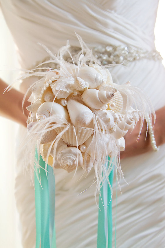 feather fans for weddings - feather bouquet with seashells
